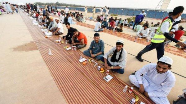 Рекордный ифтар прошел в Дубае.