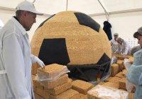 Гигантский футбольный чак-чак создали в Казани (ФОТО)