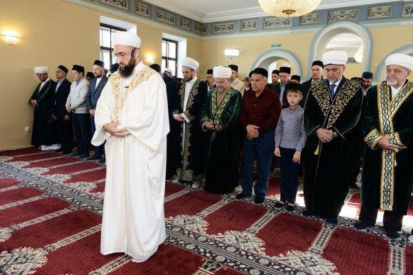 Муфтий Татарстана провел праздничный намаз в Галиевской мечети
