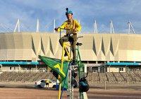 Фанат из Бразилии привез в Россию двухэтажный велосипед (ФОТО)
