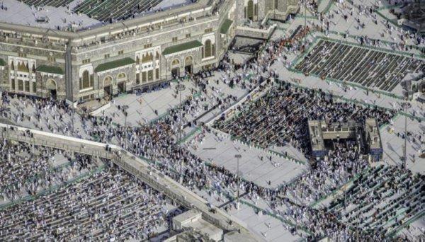 Уникальные фото: 2 миллиона мусульман читают Коран в последнюю ночь месяца Рамадан