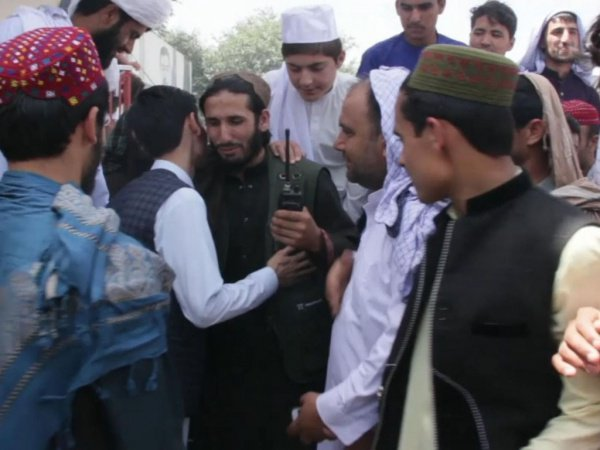«Мирные» селфи боевиков на Ураза-байрам разгневали руководство «Талибана» (Фото)