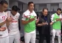 Тунисская сборная читает суру Аль-Фатиха и дуа перед матчем с Англией