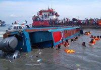 128 человек пропали без вести после крушения парома в Индонезии