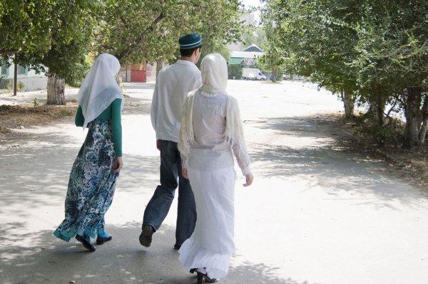 Законодательство Туркменистана предусматривает уголовное наказание за многоженство.