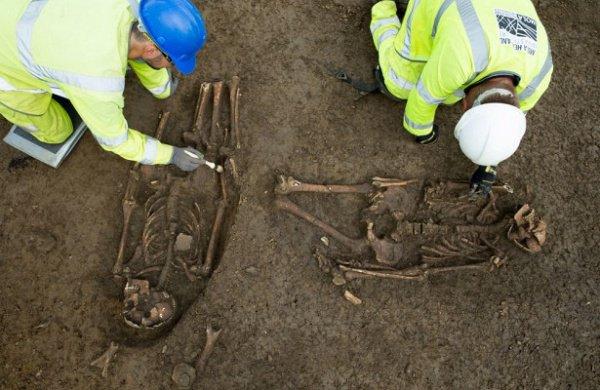 В захоронении, чей возраст составляет порядка 1500 лет, обнаружены останки 2 мужчин