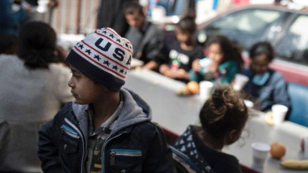Детей нелегальных мигрантов не будут разлучать с родителями.