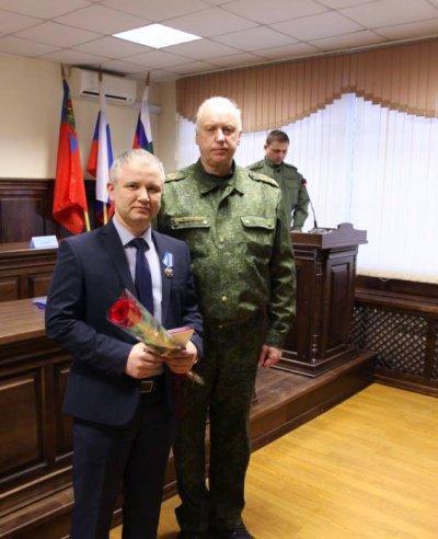 Герой-мусульманин также получил награду из рук главы СК РФ Александра Бастрыкина.
