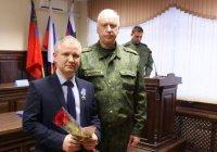 Альбир Крганов наградил мусульманина, спасавшего людей из «Зимней вишни»