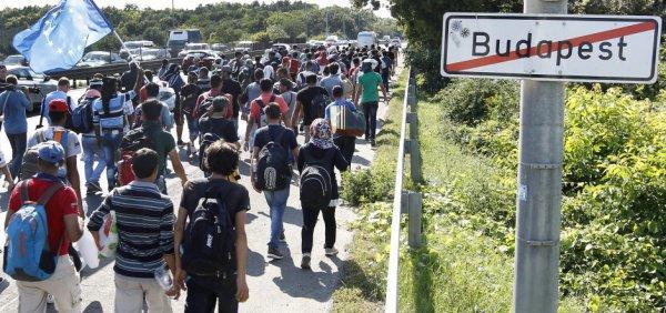 Власти Венгрии объявили войну нелегальным мигрантам.