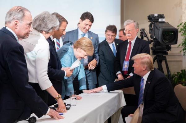 Лидеры большой семерки на саммите.