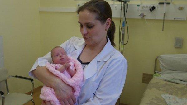 Из-за серьезных проблем со здоровьем врачи были вынуждены сделать экстренное кесарево сечение на 24-й неделе беременности