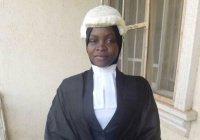 Мусульманка из Нигерии добилась права носить хиджаб с париком судьи