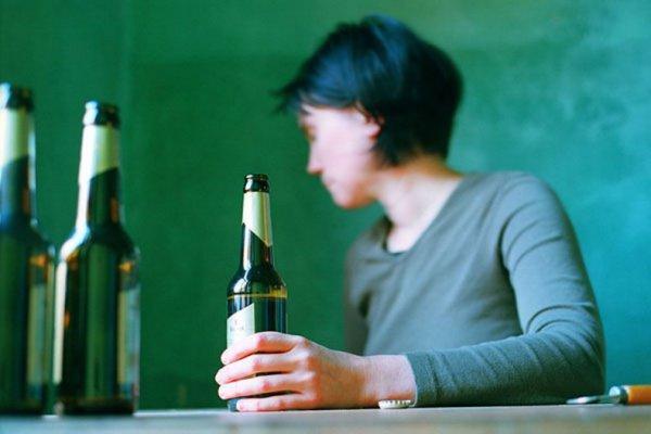 Алкоголь постепенно отключает некоторые рецепторы и провоцирует организм на прием спиртосодержащих продуктов даже при полном понимании пагубных последствий