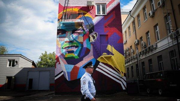 Граффити с Криштиану Роналду во дворе «Рамады» сделали в минувшем году накануне Кубка конфедераций