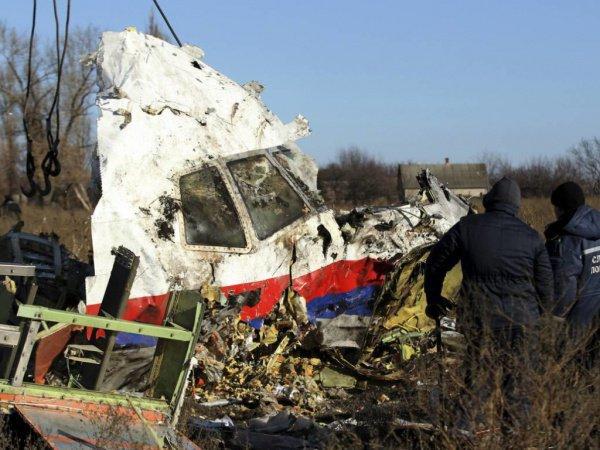На борту сбитого самолета находились 298 человек, все они погибли.