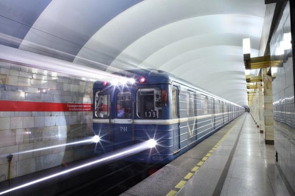 Вещи, забытые в метро Москвы, передают на склад на станции «Котельники», где те хранятся 6 месяцев
