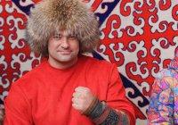 В Казахстане силач удержал 2 взлетающих самолета (ВИДЕО)