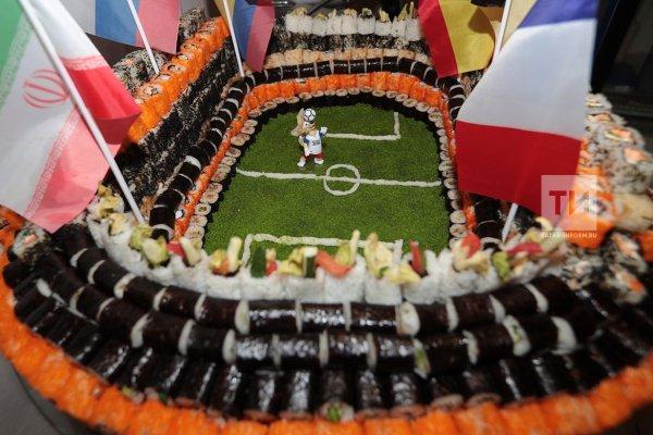 Съедобный стадион был приготовлен в рамках ЧМ по футболу, матчи которого, в том числе, проходят в Казани