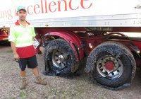 В Австралии полсотни машин застряли в расплавленном асфальте (ФОТО)