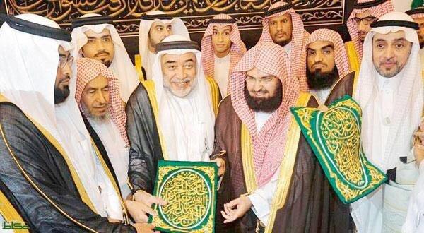 Аль-Саден аль-Шейх Салех бин Зин Аль-Абидин аль-Шаби (в центре)