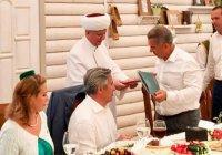 Муфтий Москвы наградил Минниханова за возрождение традиционного ислама