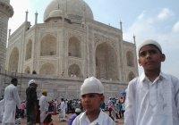 Мусульманам запретили намаз в мечети Тадж-Махал