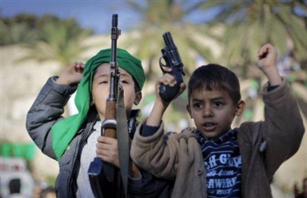 ИГИЛ продолжает активно вовлекать детей в террористическую деятельность.