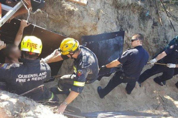 Спасатели обнаружили, что мужчина по шею засыпан песком