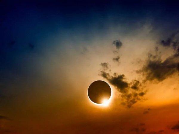 Диск Луны загородит светило частично