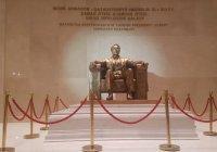 В Астане установили скульптуру Назарбаева, повторяющую статую Линкольна