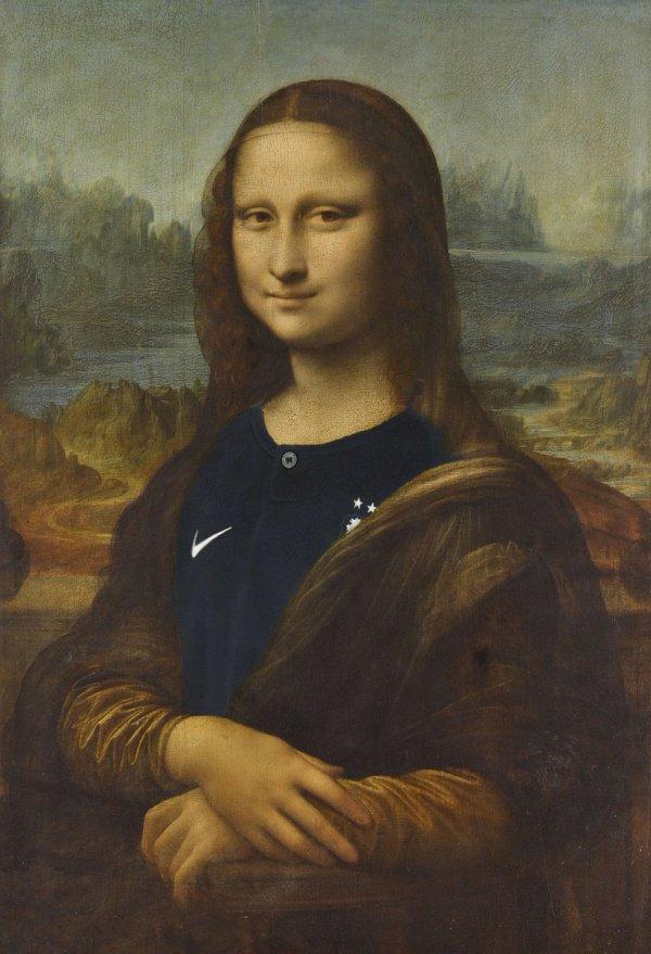 Джоконда, изображенная на шедевре Леонардо да Винчи, облачилась в футболку команды Франции с 2 чемпионскими звездами