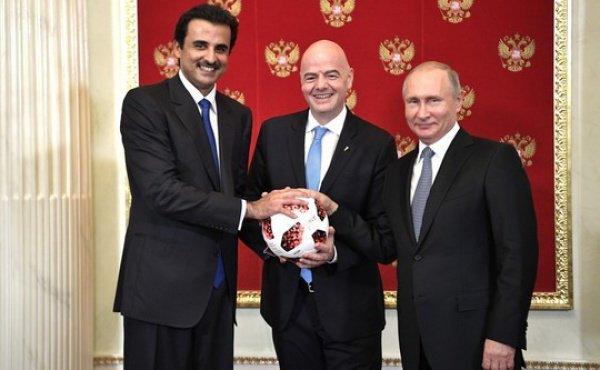 Путин передал Катару право проведения следующего Чемпионата мира по футболу.