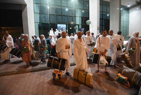 Паломники начали прибывать в Саудовскую Аравию.