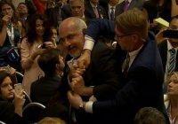 Сирийский журналист попытался сорвать пресс-конференцию Путина и Трампа (Видео)