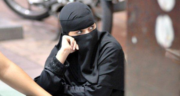 Ревнивец в женском одеянии предстанет перед судом.