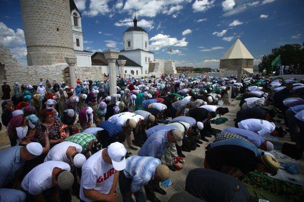 Участие в масштабном мероприятии принимают тысячи мусульман.