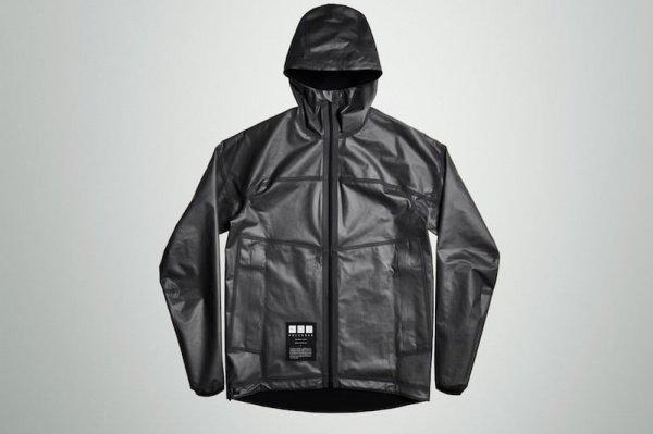 Бренд заявил, что куртка, частично сделанная из графена, станет доступной для покупки к концу нынешнего лета