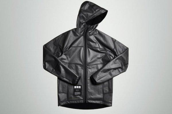 Благодаря инновационному материалу, одежда будет долговечной, водоупорной и очень легкой