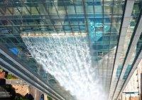 В Китае создали водопад, стекающий с небоскерба (ВИДЕО)