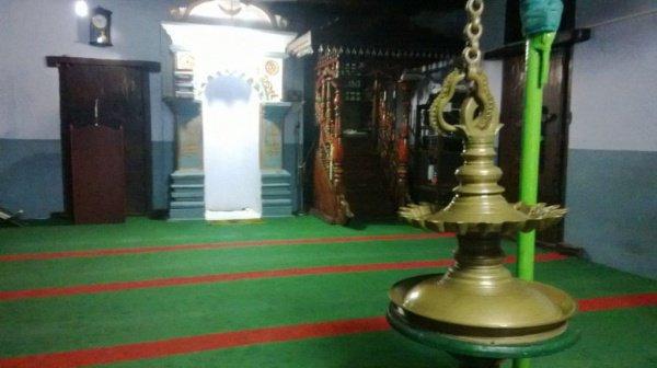 Мечеть, построенная императором, который воочию увидел раскол Луны Пророком (мир ему)