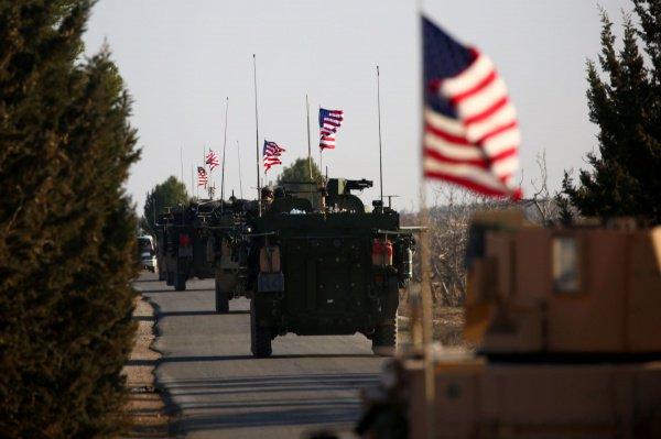 Американские войска продолжают оставаться в Сирии.