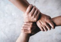 Ученые: Люди могут управлять 3 руками (ВИДЕО)