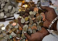Мужчина из Индии заплатил алименты 70 килограммами монет