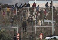 Сразу 600 мигрантов попытались прорваться из Марокко в Испанию (Видео)