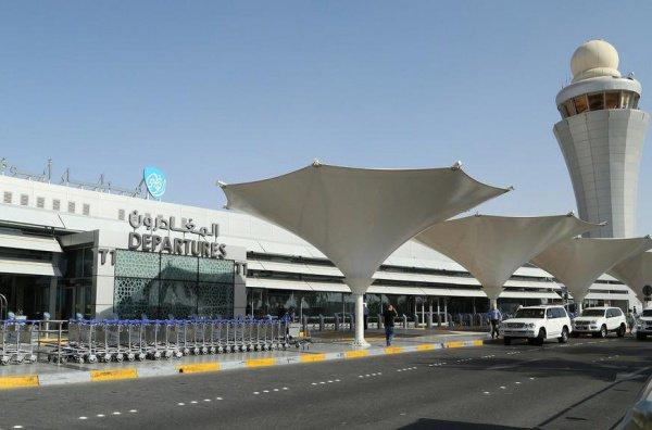 Администрация аэропорта факт инцидента с дроном отрицает.