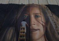 Израиль депортирует художников за портрет палестинки