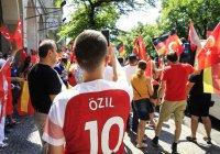 В Берлине прошла масштабная акция в поддержку Месута Озила