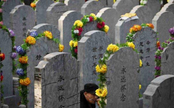 Кремация может стать единственным разрешенным способом похорон в Китае.