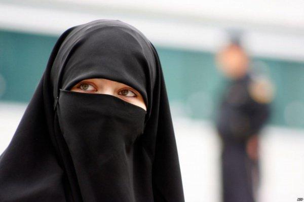 Мусульманские элементы одежды запретили в Дании.